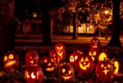 Image of Pumpkins lighting at night